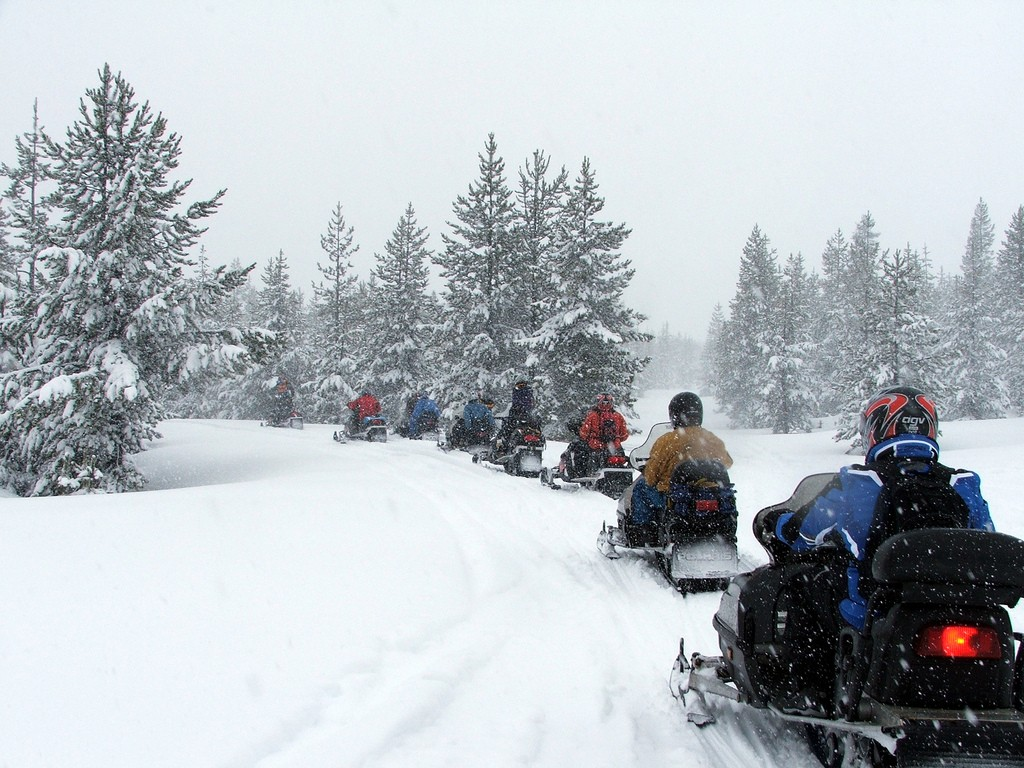 Snowmobile_safari