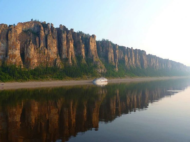 ship-on-lena-river